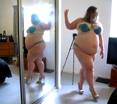 это аккаунт где толстушка ест и показывает толстый живот попытке его надеть